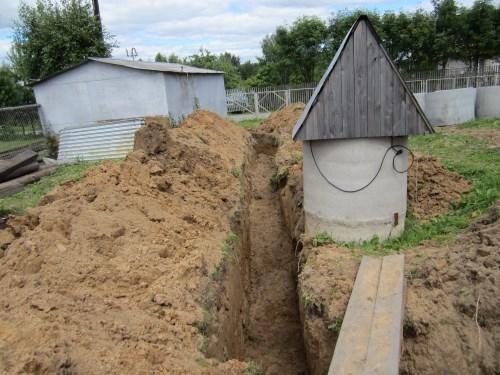 Траншея для водоснабжения и электроснабжения