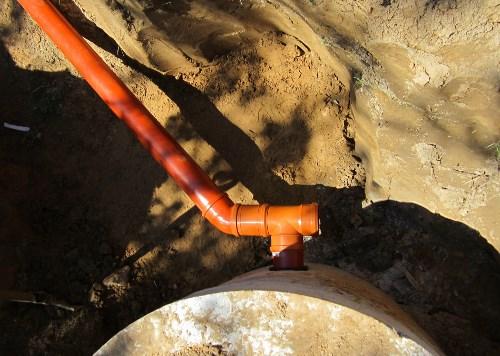 Подключение канализационной трубы к септику